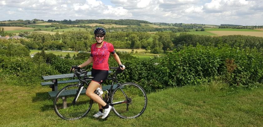 Charissa van Zwol - Janssens uit Rijswijk met haar racefiets