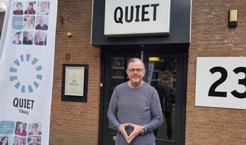 """René Verhoeven voor het nieuwe onderkomen van Quiet aan de Hoflaan: """"Gelukkig hebben we weinig bezoekers verloren door die verhuizing."""""""