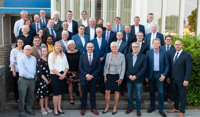 Groepsfoto van de gemeenteraad Hendrik-Ido-Ambacht.