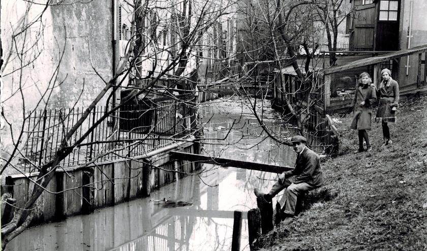 De Vettenoordsekade in de jaren dertig. Een bron van besmetting. Foto Collectie Stadsarchief Vlaardingen.