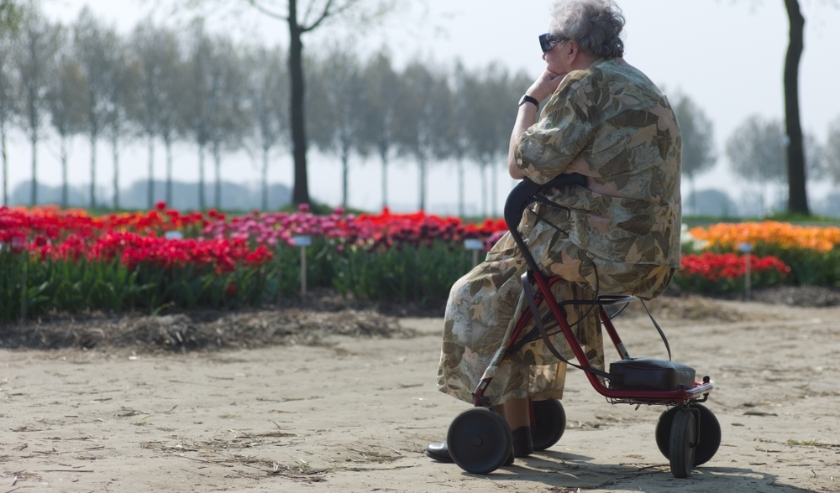 Hulp aan ouderen kan nop verschillende manieren.