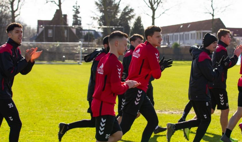 Het eerste elftal van Go Ahead Eagles en alle jeugdelftallen trainen en voetballen niet meer tot 6 april niet vanwege het coronavirus. (Foto: Henny Meyerink)