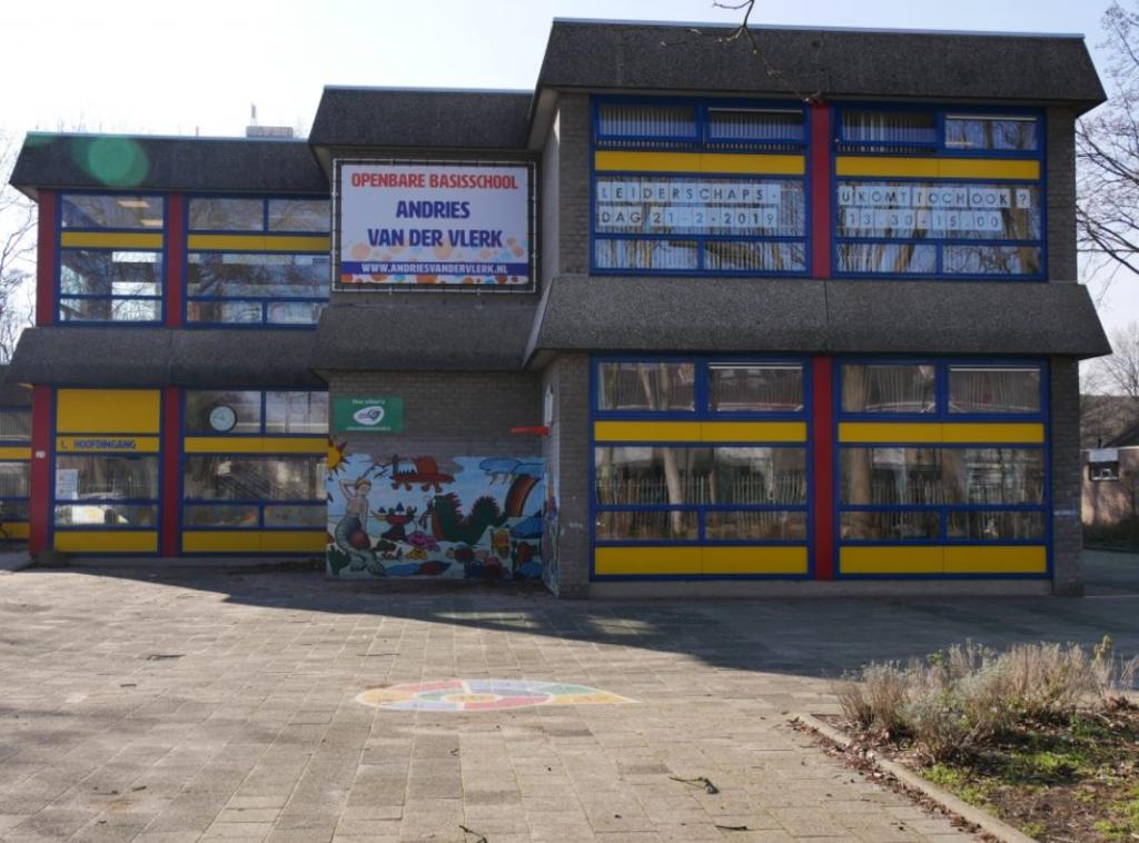 Het lege schoolplein Foto: Website Andries van der Vlerkschool © DPG Media