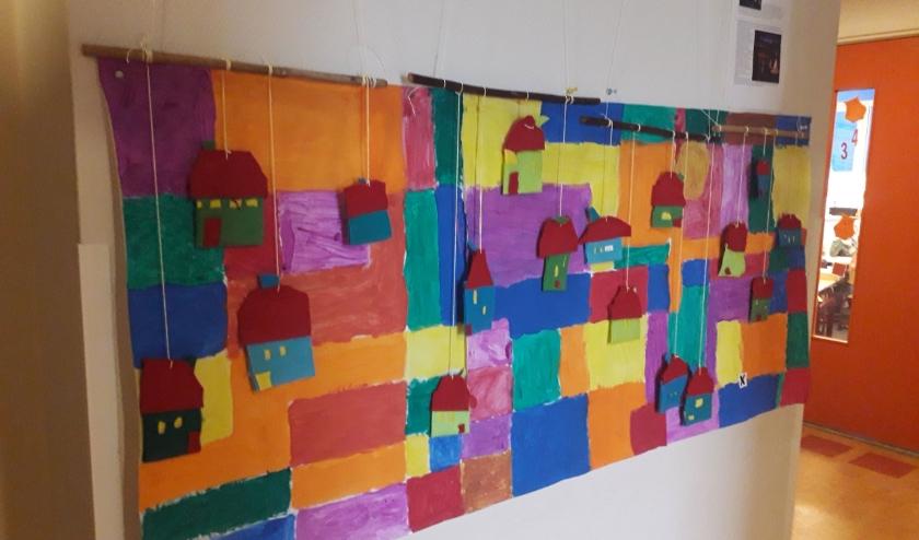 Kunstwerk in de stijl van Ton Schulten, gemaakt door leerlingen van De Driesprong. (Foto: Aletta Wolterink)