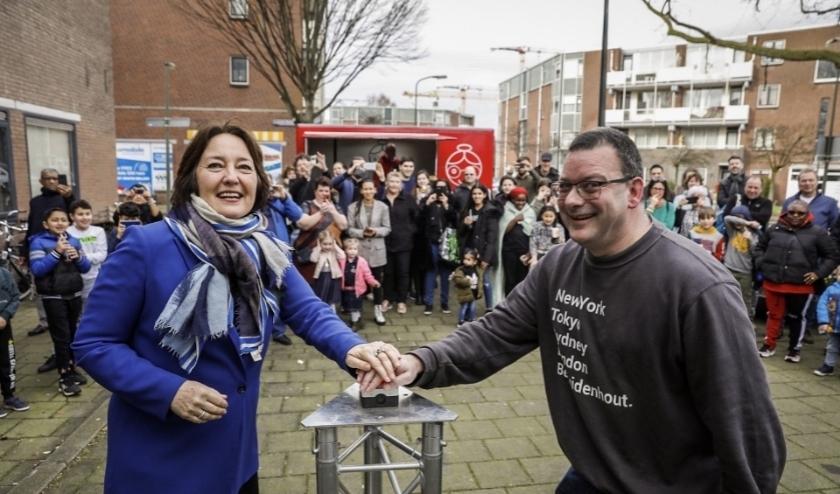 stadsdeelwethouder Saskia Wethouder Saskia Bruines tijdens de feestelijke kick off van het wijkbudget Bezuidenhout-West.