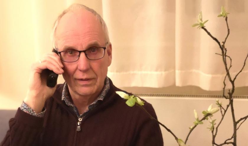 predikant heeft telefonisch contact