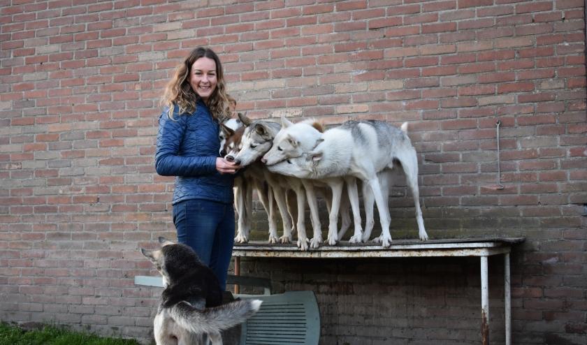 Als grafisch ontwerper zit de 33-jarige Mariet Joosten uit Heinkenszand voornamelijk achter de computer, maar in haar vrije tijd is ze het liefst op pad met haar honden. FOTO: Rachel van Westen