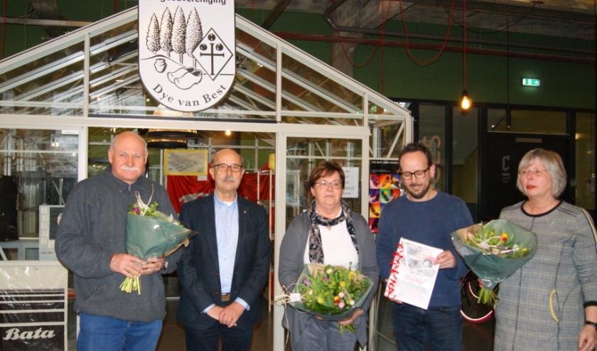 (vlnr) Tom Olsa, Harrie van Vroenhoven, Gonnie Engelen, Roel Timmers, Corrie Erich