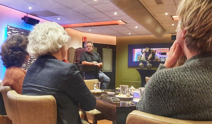 Freek Gillissen sprak afgelopen week bij de maandelijkse bijeenkomst van het Alzheimer Café Oost-Veluwe. Foto: Dennis Dekker