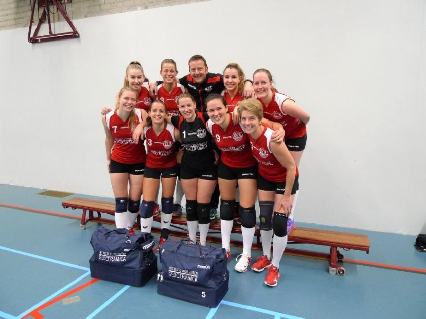 Het eerste vrouwenteam van Nuovo ligt na de fraaie 4-0 zege op concurrent Renswouw D2 op titelkoers.