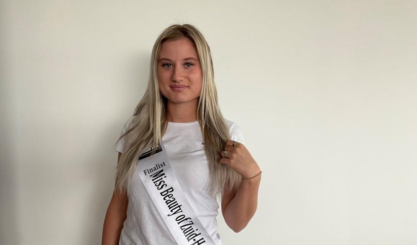 Deborah hoopt dat zij als Miss Beauty Zud-Holland haar provincie binnenkort mag gaan vertegenwoordigen in de landelijke  Miss Beauty of The Netherlands.