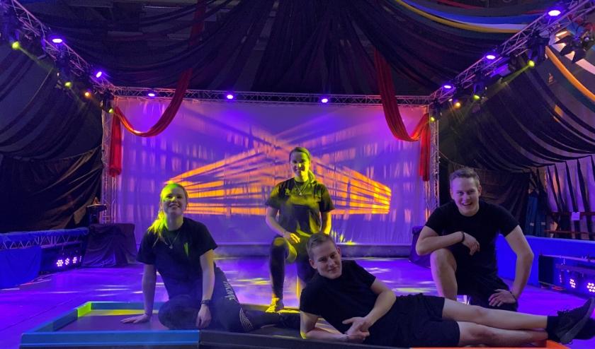 Kim, Sam, Nick en Roy in de circuspiste van Circus Erasmini
