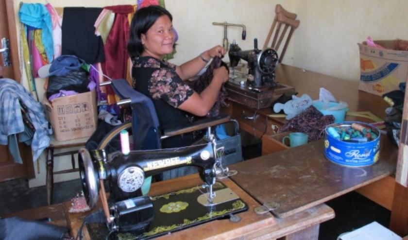 Door te leren naaien geeft Harapan mensen met een lichamelijke beperking de kans op voor zichzelf te zorgen. Op die manier worden ze zelfstandig, waardoor ze zichzelf kunnen ontwikkelen.