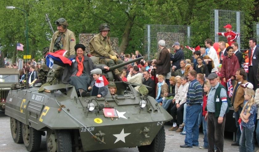 Zestig jaar bevrijding werd in 2005 uitbundig gevierd: mét veteranen uit Canada en veel historisch materieel. (Foto: archief Lysette Verwegen)