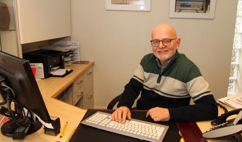 Na 33 jaar bergt huisarts Paul Beelen (62) de stethoscoop voorgoed op. FOTO: Ad Adriaans.