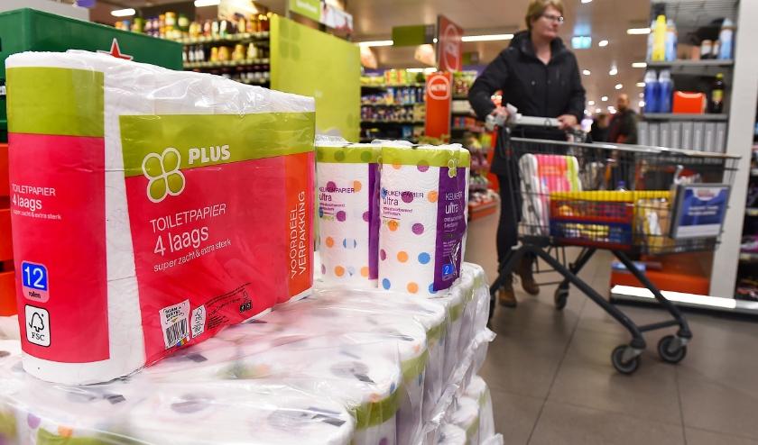 Nog toiletpapier op voorraad bij de Plus in Terborg. (foto: Roel Kleinpenning)