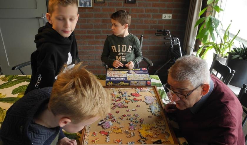 De kinderen van Speelleerplein de Fonkeling brachten in het project ook een bezoekje aan zorgboerderij 't Scheiend.
