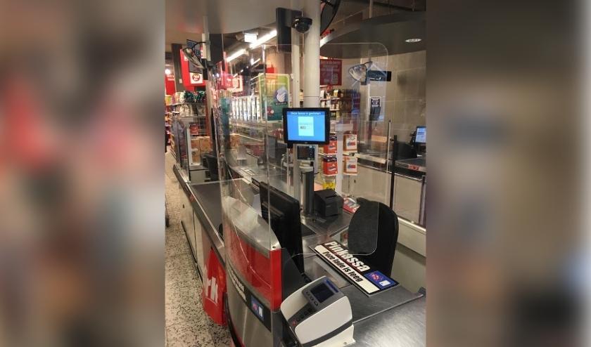 Plexiglas bij kassa's ter bescherming medewerkers en klanten tegen Corona-virus.  · Nadrukkelijk advies via vloerstickers in de supermarkten om anderhalve meter (minimaal een boodschappenkar) afstand te houden....