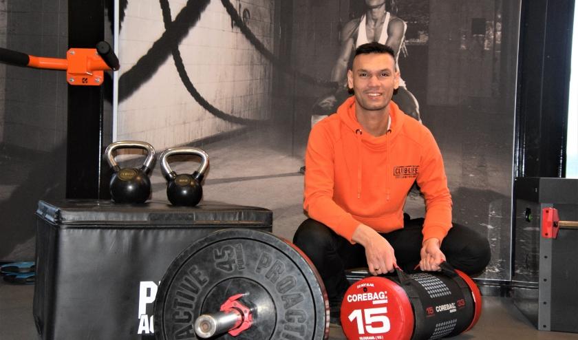 Lucién Hoek van Club-Life roept mensen op te blijven sporten. (Foto: Timo Oving)