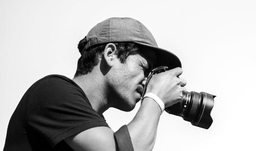 Wat Max Kneefel het liefst doet: op pad gaan met zijn camera.
