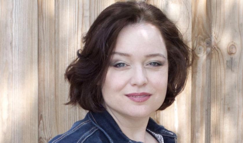 De Westervoortse thrillerschrijster Lydia van Houten signeert binnenkort bij Rebers Boek en Buro.