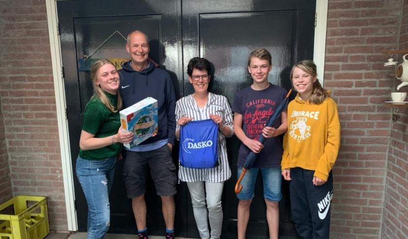 Familie Van Goor heeft ook meegedaan met de online bingo en heeft mooie prijzen gewonnen. (Foto: Blauw Zwart)