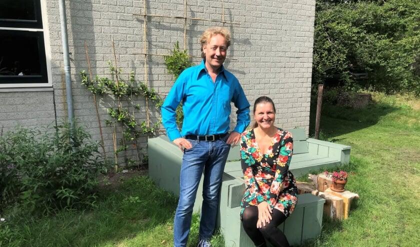 <p>Oprichters Robin en Hilda Zuidam van Het Bezinningshuis op hun nieuwe plek in Hollandsche Rading&nbsp;&nbsp;</p>