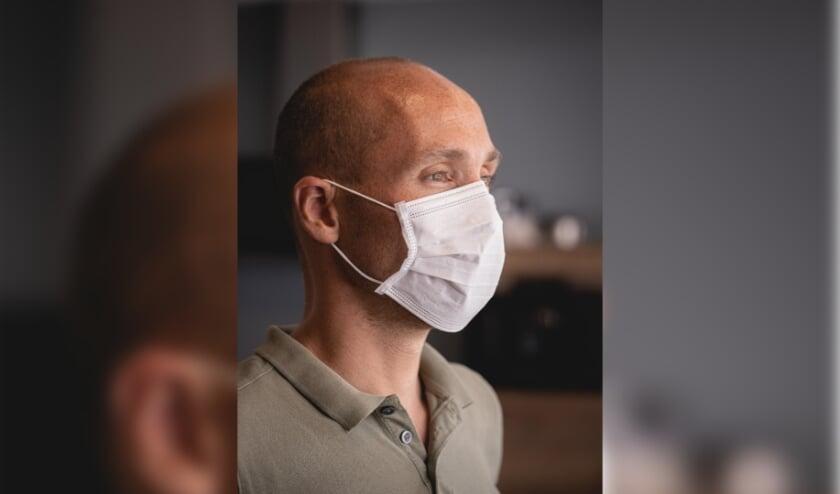 <p>Goede mondkapjes zorgen ervoor dat je niet via de mond en neus virusdeeltjes verspreidt door te praten, lachen, niezen of kuchen. </p>