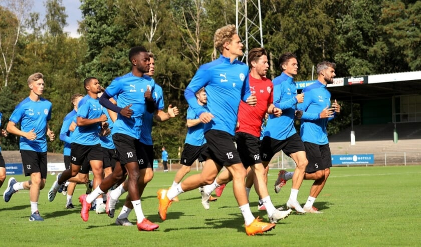 <p>De selectie van Holstein Kiel, uitkomend in de tweede Bundesliga, trainde ruim een week op de fraaie grasmat van Stadion De Wageningse Berg.</p>