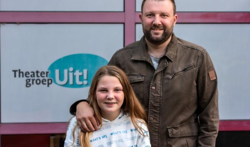 <p>Chayenne en Kenny IJsveld uit Lobith startten allebei hun toneelcarri&egrave;re op twaalfjarige leeftijd bij jeugdtheatergroep UIT! (foto: Bas Bakema)</p>