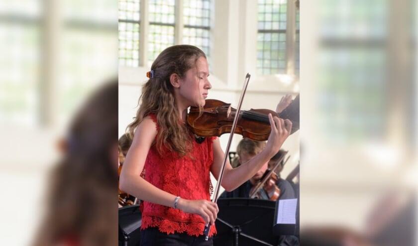 <p>Luca van der Waals begon al op haar vijfde met vioolspelen. Dit jaar won de Haagse tiener al verschillende prijzen.&nbsp;</p>