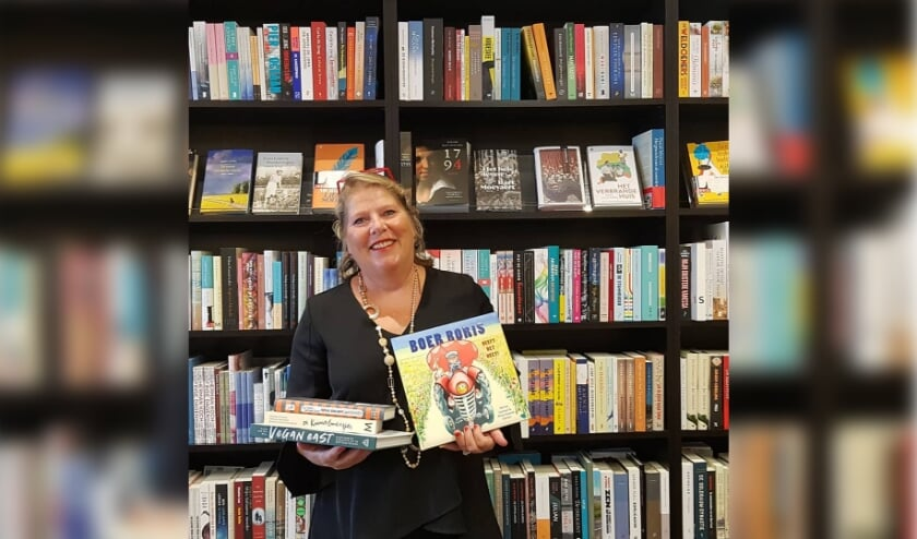 <p>Ike Bekking in haar Bilthovense Boekhandel</p>