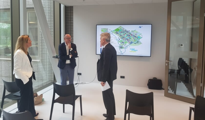 Christianne van der Wal in gesprek met Sjirk Bijma en Arjen van Tunen. (foto: WOC)
