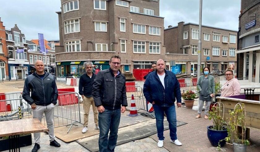 <p>Richard de Mos bracht op uitnodiging van de ondernemers een bezoek aan het afgesloten Prins Willemplein in Scheveningen.&nbsp;</p>