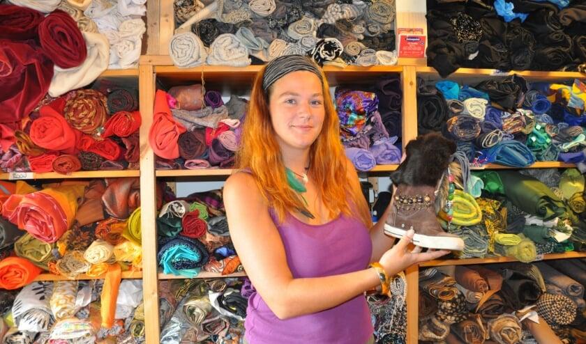 """Astrid Nubé alias Miss Ananas: Mensen staan versteld hoe hip een oud paar schoen weer wordt."""""""
