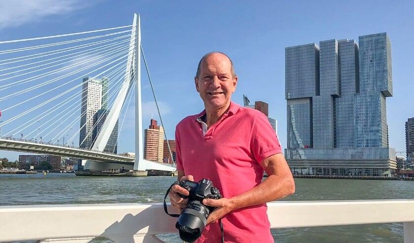 <p>Fotograaf Paul Martens is bekend van zijn kalenders met panoramabeelden en luchtfoto&rsquo;s van Rotterdam. Foto: Martens Multimedia</p>