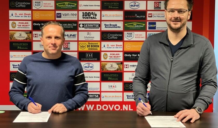 <p>Ondertekening sponsorcontract VB Investments BV met Harm van Braak (rechts) en Dico Harteman namens DOVO (links)</p>