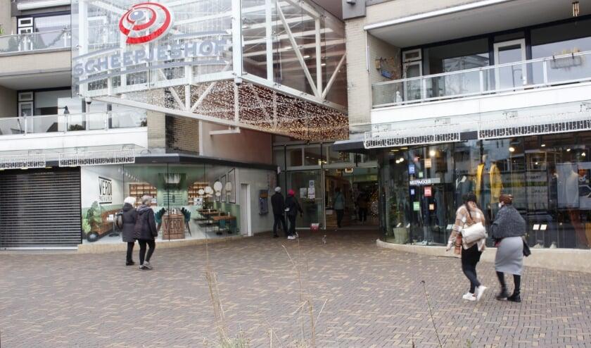 <p>De ingang van winkelcentrum Scheepjeshof: met het aanstaande vertrek van supermarkt Boni ontstaat er een groot gat. (Foto&#39;s: Pieter Vane)</p>