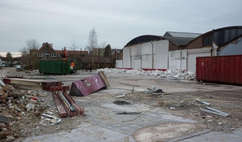 <p>De afbraak van onder meer reisbureau Bolderman aan de Industrielaan geeft een totaal nieuw aanzicht op onder meer de weinig geziene bebouwing er achter.</p>