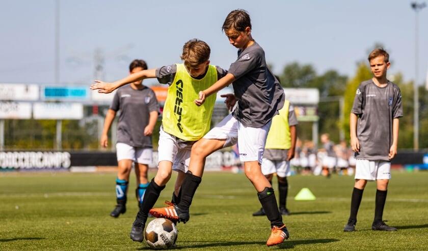 <p>Bij Heracles Voetbalschool ligt de focus op persoonlijke voetbalontwikkeling en vaardigheden.&nbsp;</p>