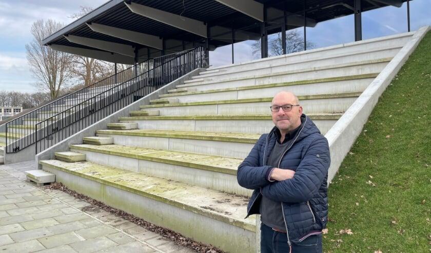 <p>Jubilaris Jaspert Korevaar is trots op de nieuwe accommodatie van korfbalvereniging Unitas: &#39;De club zet zichzelf hiermee op de kaart&#39; (foto: Marco Jansen)</p>