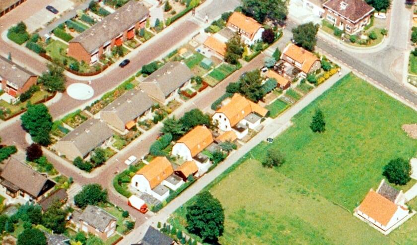 <p>Een luchtfoto van het Rode Dorp (met rechts Huize Vredenburg) van begin deze eeuw.</p>