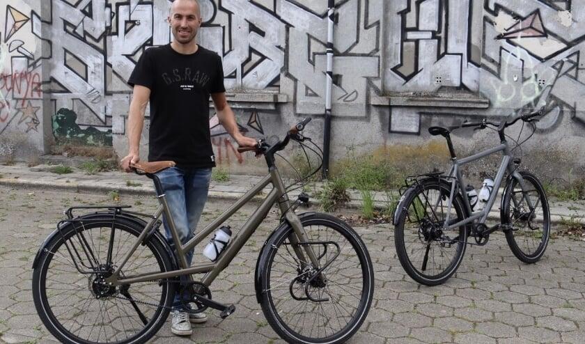 <p>John Jongerius met de Jongerius Rohloff Premium Beltdrive fiets. Eigen foto</p>