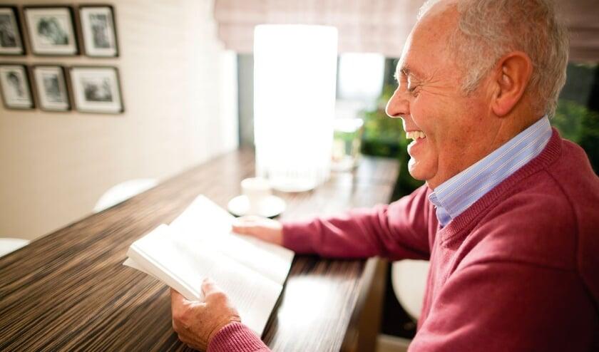 <p>Al kun je door je leeftijd de deur niet meer uit, het plezier in lezen blijft dankzij Boek aan Huis!</p>