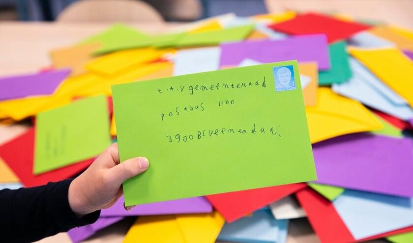 De berg post van kinderen en leerkrachten uit het Ontmoetingshuis.