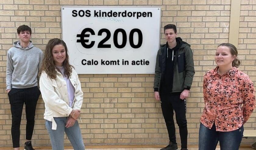 <p>De groep die zich inzette voor SOS Kinderdorpen. Rechtsvoor Esther Mul uit Veenendaal. Naast haar Jesse, links Justin en Roos linksvoor.</p>
