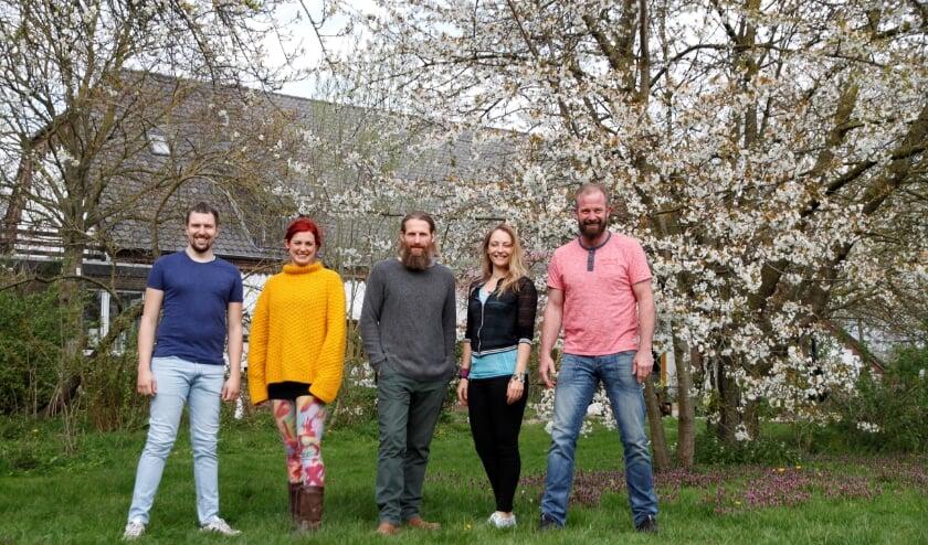 <p>&nbsp;Roos, Tijs, Eric, Ralph en Karen, de teamleden van vereniging Vlierhof.</p>