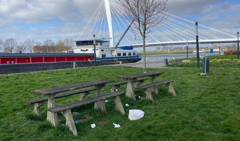 <p>Helaas laten mensen tijdens de wandeling door de natuur veel afval achter. Eigen foto</p>