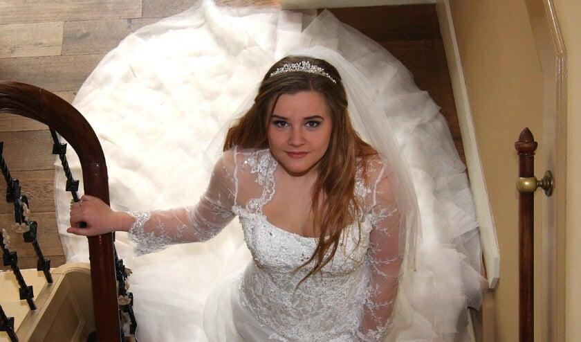 <p>Na de ontvangst in de oude regentenkamer op weg naar de trouwceremonie.</p>