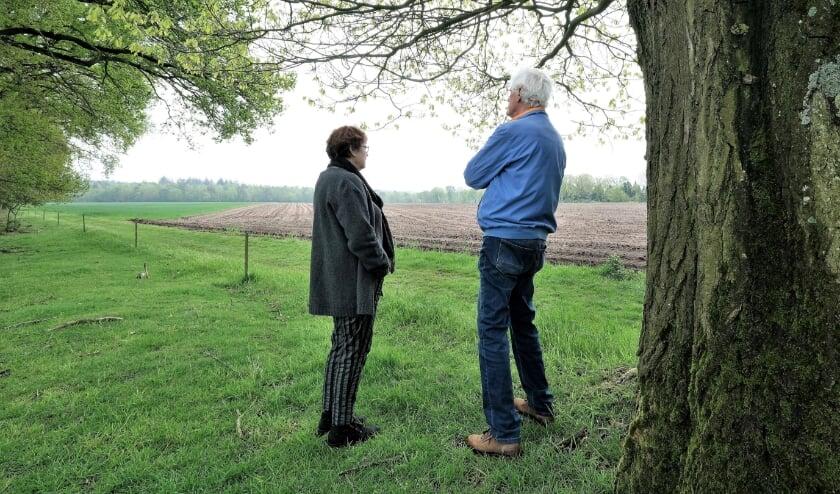 <p>Het echtpaar Koomen maakt zich grote zorgen over de natuur en uitzicht op Plantage Willem III. (Foto: Jan van den Brink)</p>